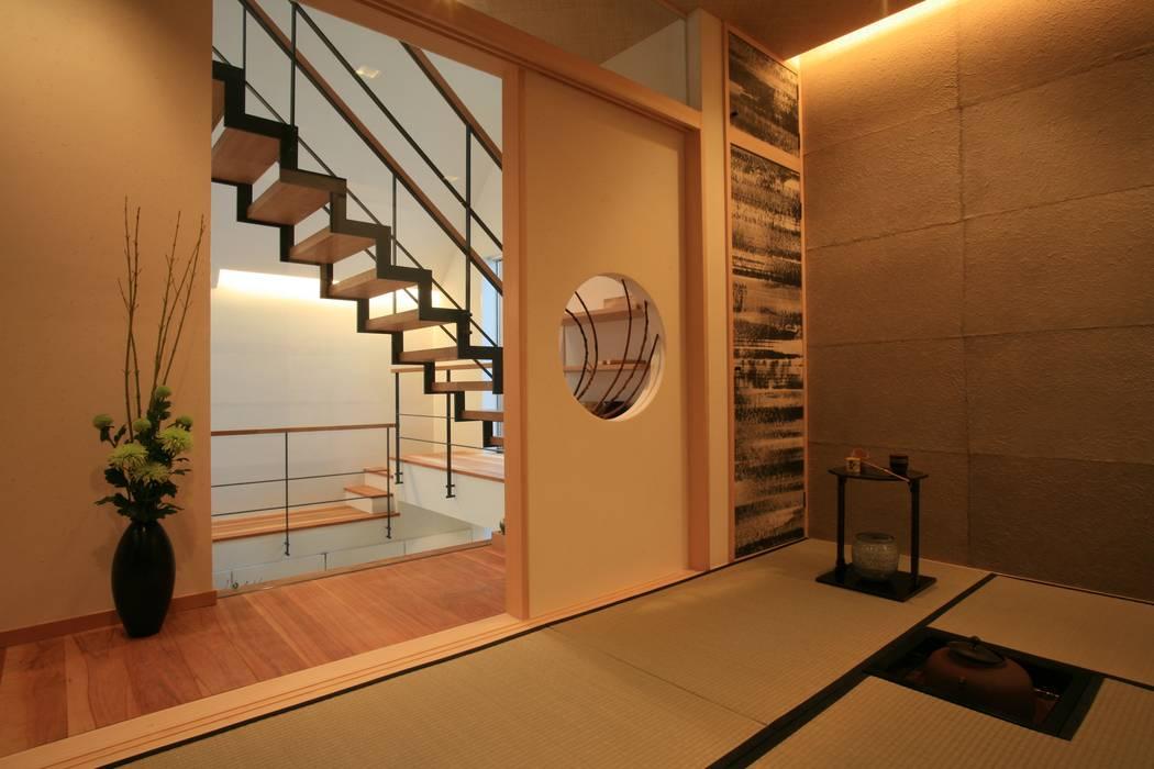浮遊感のある二階和室 モダンデザインの 多目的室 の TERAJIMA ARCHITECTS モダン