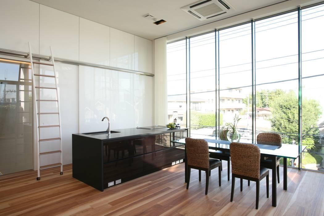 オブジェのようなアイランドキッチン: TERAJIMA ARCHITECTSが手掛けたキッチンです。