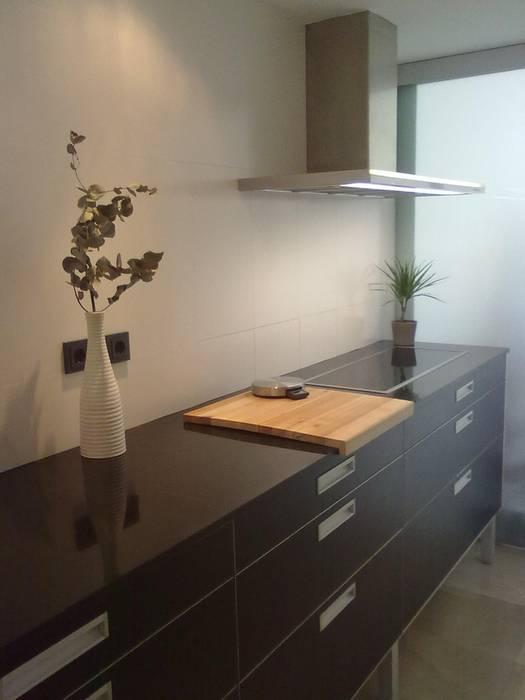 COCINA Cocinas de estilo minimalista de NUÑO ARQUITECTURA Minimalista Aglomerado