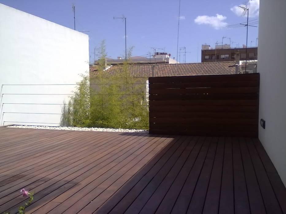 TERRAZA PLANTA PRIMERA Balcones y terrazas de estilo minimalista de NUÑO ARQUITECTURA Minimalista Madera Acabado en madera