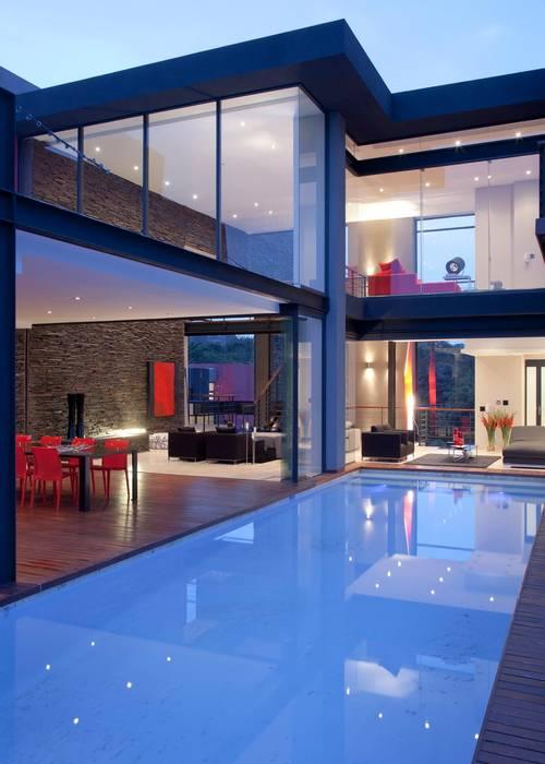 House Lam Piscinas de estilo moderno de Nico Van Der Meulen Architects Moderno