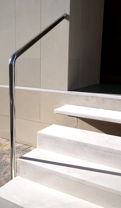 ESCALERA EXTERIOR NUÑO ARQUITECTURA Pasillos, vestíbulos y escaleras de estilo moderno