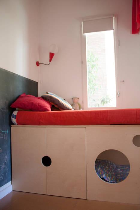 dormitorio : Dormitorios infantiles de estilo  de PARRAMON + TAHULL arquitectes
