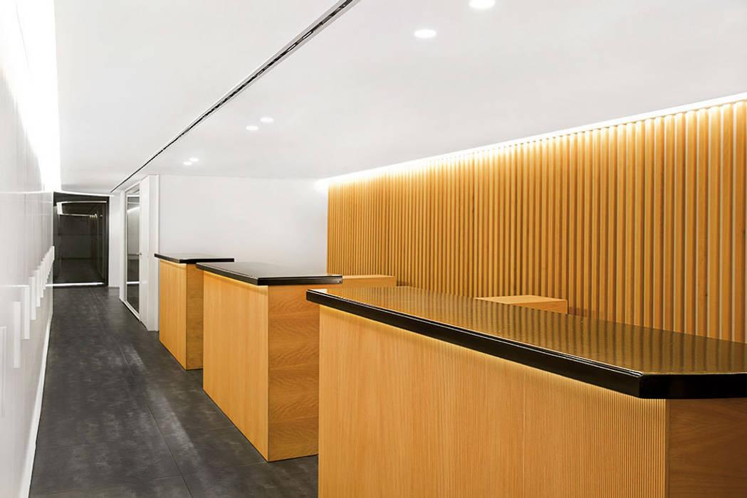 Oficinas y comercios de estilo por inaflat arquitectura homify - Colegio de administradores de fincas barcelona ...