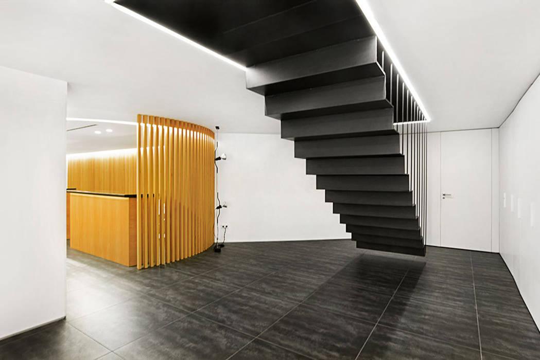 Colegio de Administradores de Fincas de Barcelona - Lleida inAflat arquitectura Oficinas y tiendas de estilo minimalista