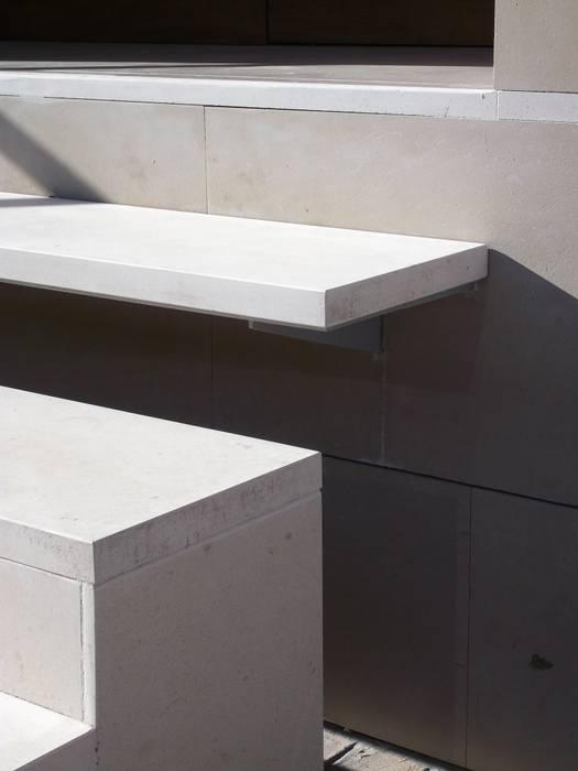 ESCALERA EXTERIOR Pasillos, vestíbulos y escaleras de estilo moderno de NUÑO ARQUITECTURA Moderno
