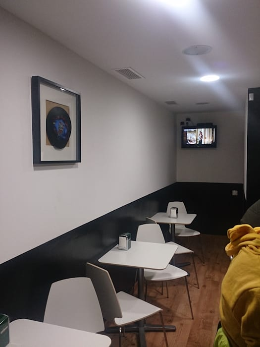 Taberna Vasca: Casas de estilo moderno de Pinturas Faro