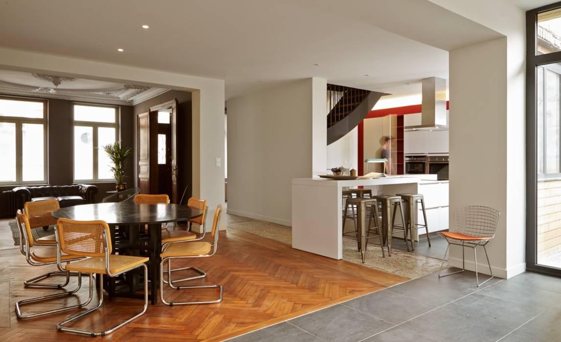 1305 PLUX_salle à manger et cuisine: Maisons de style  par Architecte PLUX