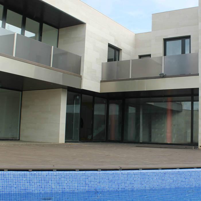 Vivienda Arcos de la Polvorosa Zamora: Casas de estilo  de UA30 Arquitectos S.L.P.