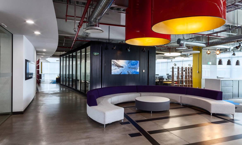 Grupo CP: Edificios de Oficinas de estilo  por SpAce