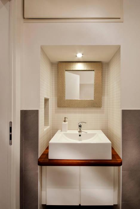 Bagno ospiti Case in stile minimalista di Graphite Minimalista