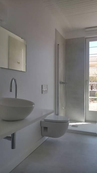 BAÑO NUÑO ARQUITECTURA Baños de estilo moderno Blanco
