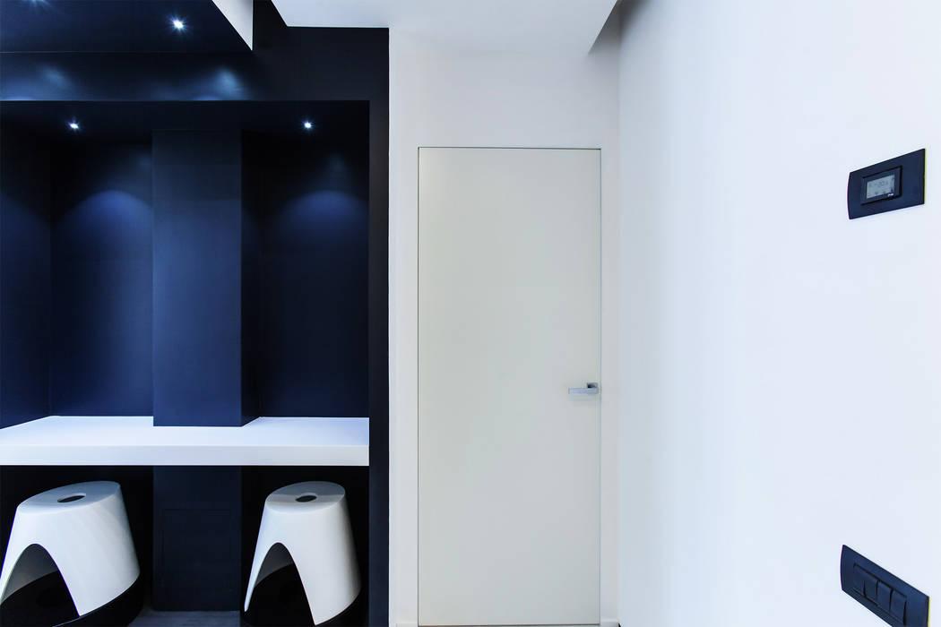 #1 Dream Apartment #Milano Finestre & Porte in stile moderno di Arch. Andrea Pella Moderno