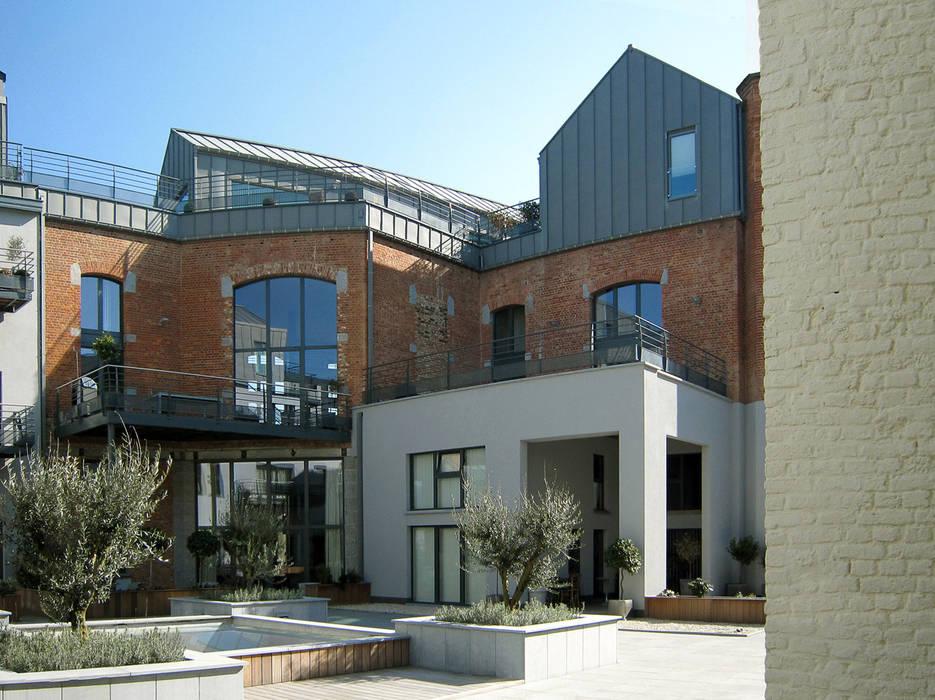 Ancien Refuge de l'Abbaye de Bonne Espérance !: Maisons de style de style Moderne par URBAN NATION & GICART- RENAUD, ARCHITECTES