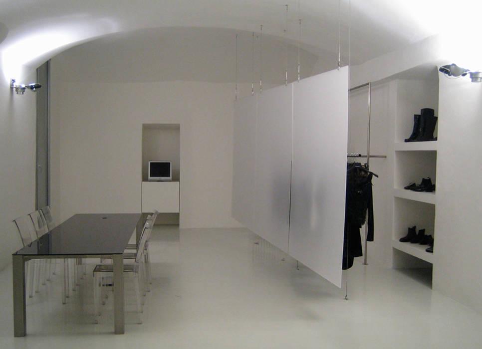 contemporary store Studio minimalista di studiooxi Minimalista
