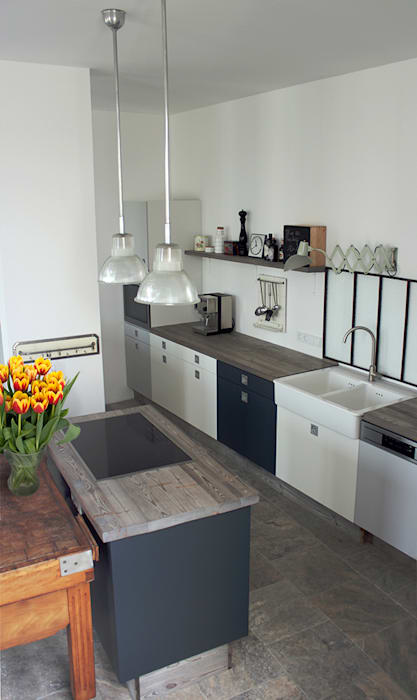 Wohnküche im vintage-look: küche von berlin interior design   homify