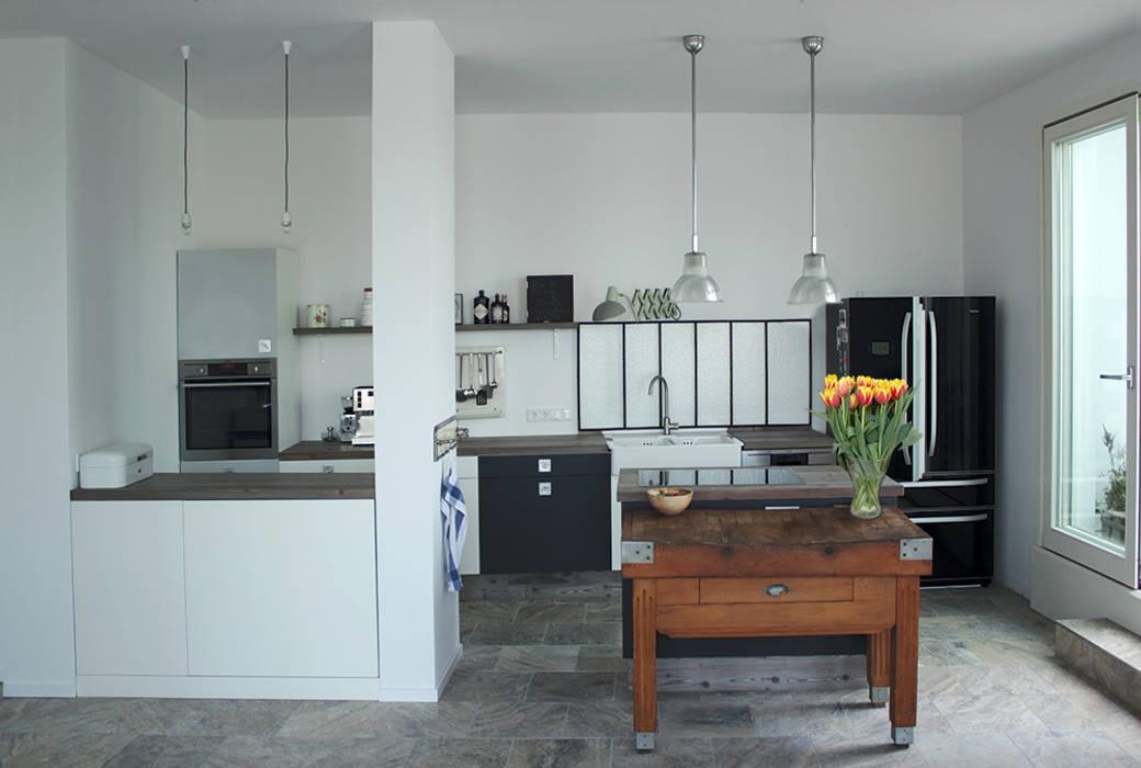 Wohnküche im vintage-look: industriale küche von berlin interior ...