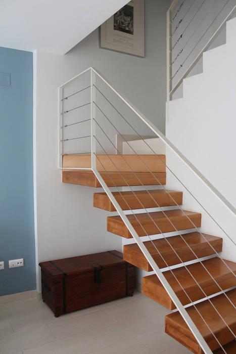 Escalera Vivienda Triana: Casas de estilo  de Angar Arquitectos