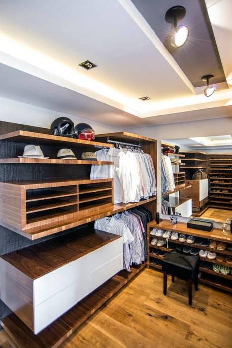 Veramonte I: Vestidores y closets de estilo  por Sobrado + Ugalde Arquitectos, Ecléctico