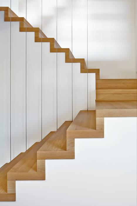 Bruck + Weckerle Architekten Modern corridor, hallway & stairs