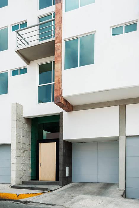 Vista de accesos Casas modernas de RECON Arquitectura Moderno