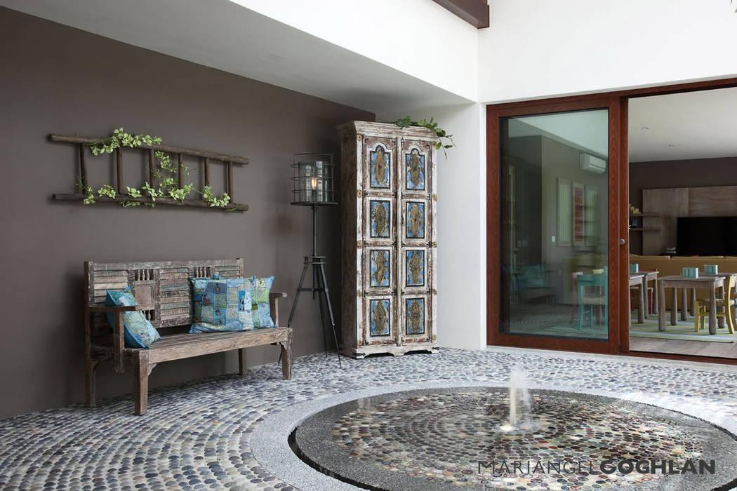 Modern balcony, veranda & terrace by MARIANGEL COGHLAN Modern