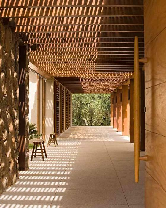 von Simone Meirelles Arquitetura e Interiores Tropisch