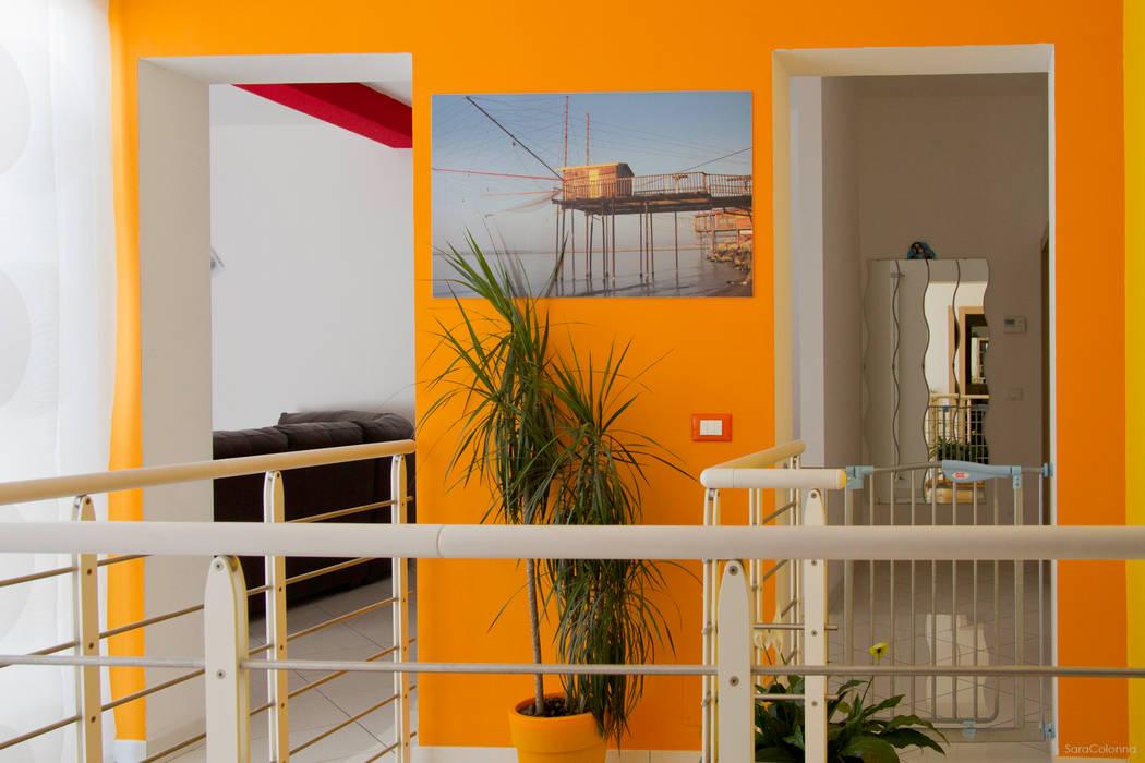 Vista del disimpegno al primo piano Ingresso, Corridoio & Scale in stile moderno di Studio tecnico associato 'Il Progetto' Moderno
