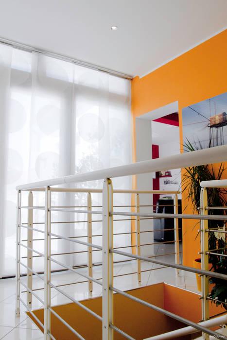 Parapetto scala: Ingresso & Corridoio in stile  di Studio tecnico associato 'Il Progetto'