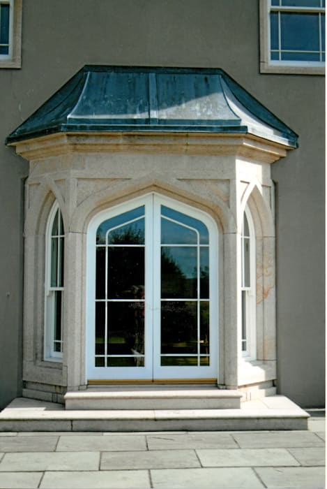 detal wejścia: styl , w kategorii Okna zaprojektowany przez Heliolux Design,Klasyczny