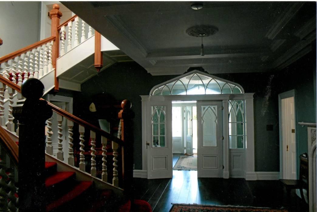 Hol gówny Klasyczny korytarz, przedpokój i schody od Heliolux Design Klasyczny