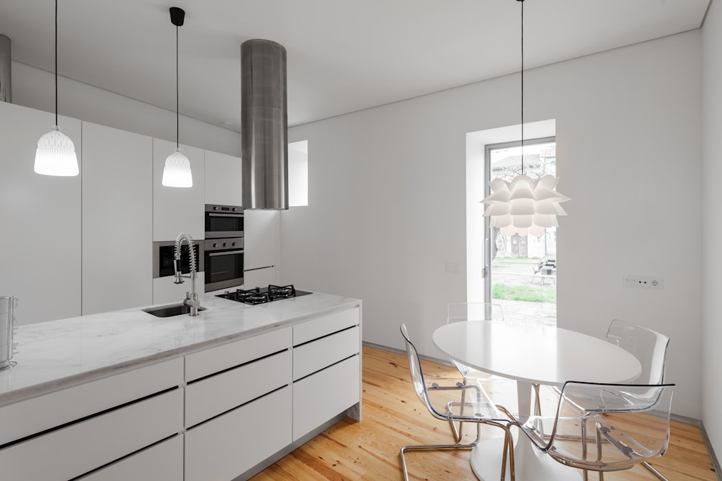 Kitchen by Tiago do Vale Arquitectos, Eclectic