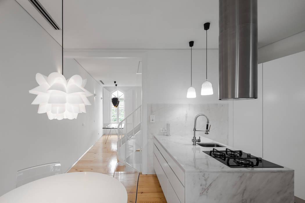 Chalé das Três Esquinas Cozinhas ecléticas por Tiago do Vale Arquitectos Eclético