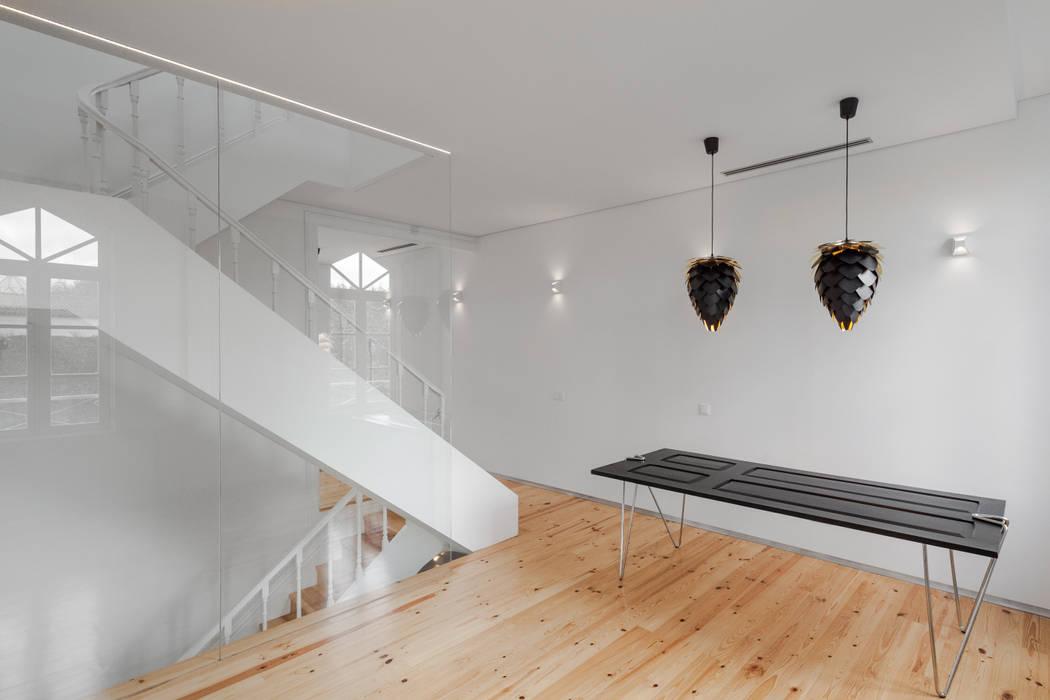 Chalé das Três Esquinas Salas de jantar ecléticas por Tiago do Vale Arquitectos Eclético