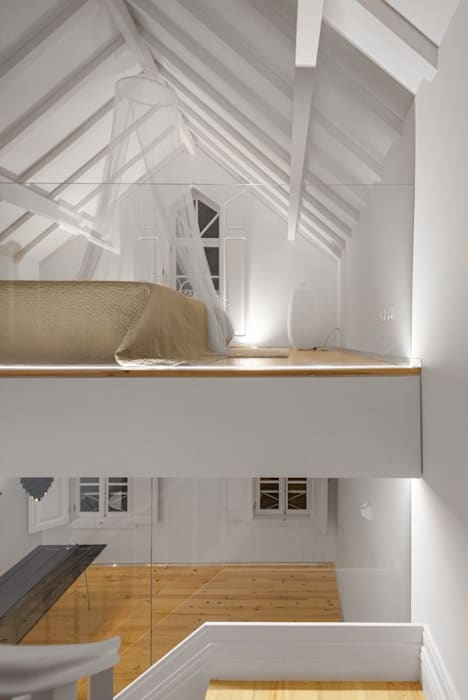 The Three Cusps Chalet Eclectic style bedroom by Tiago do Vale Arquitectos Eclectic