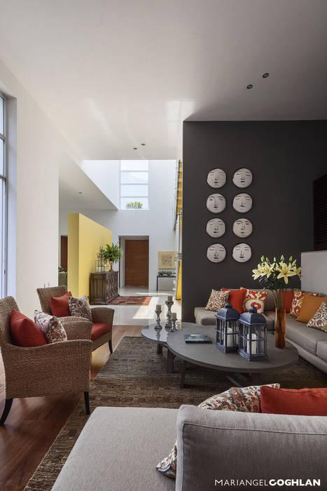 Living room by MARIANGEL COGHLAN, Modern