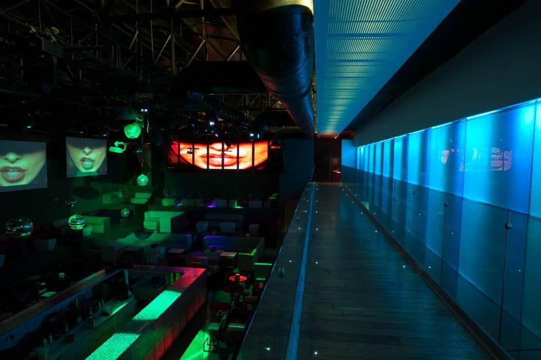 Discoteca,Bar: Oficinas y tiendas de estilo  por hidalgomashidalgo arquitectos