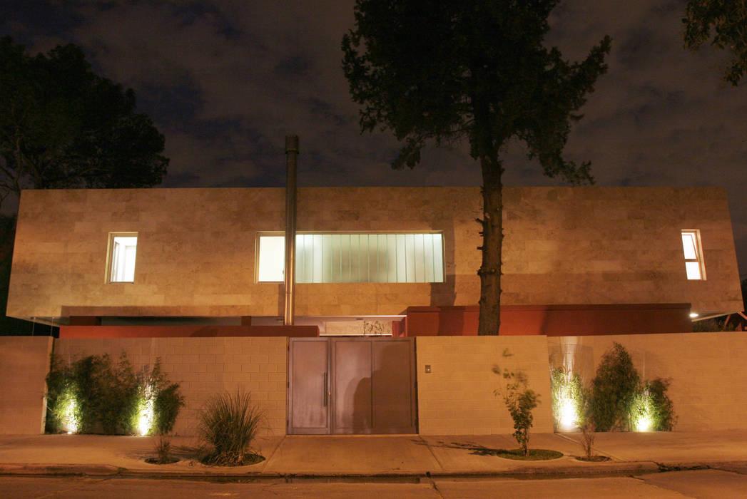 CASA RC Casas modernas: Ideas, imágenes y decoración de ESTUDIO GEYA Moderno