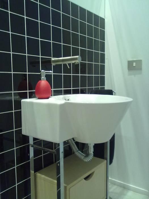 ASEO EN LOCAL COMERCIAL: Baños de estilo minimalista de NUÑO ARQUITECTOS