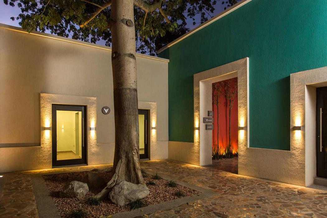 Edificio Niños  Heroes - Grupo Arsciniest: Edificios de Oficinas de estilo  por Grupo Arsciniest, Moderno
