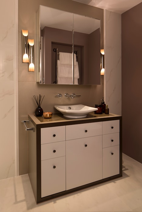Second Bathroom: classic Bathroom by Roselind Wilson Design