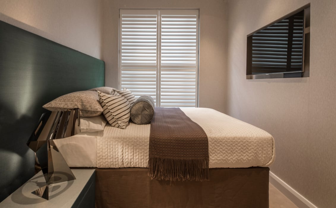 Eaton Mews North - Guest Bedroom by Roselind Wilson Design Modern