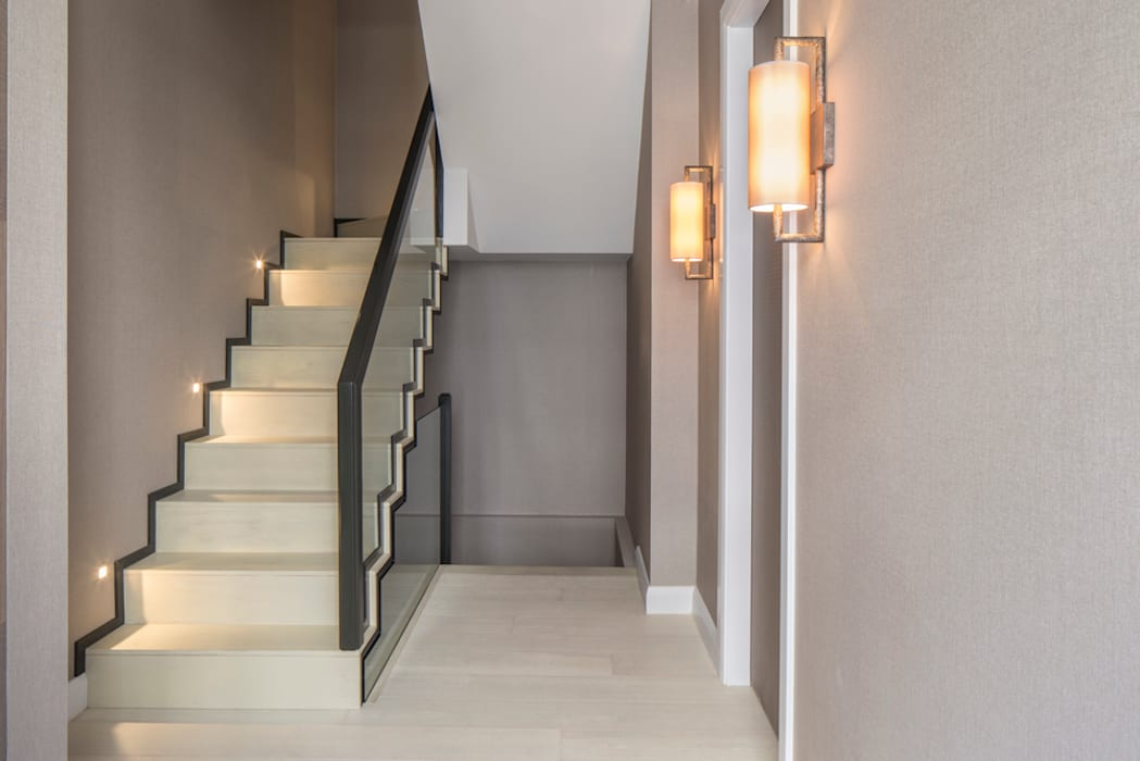Eaton Mews North - Staircase:  Corridor & hallway by Roselind Wilson Design