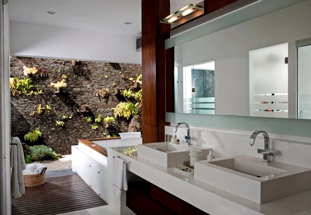 Modern Bathroom by Taller Luis Esquinca Modern