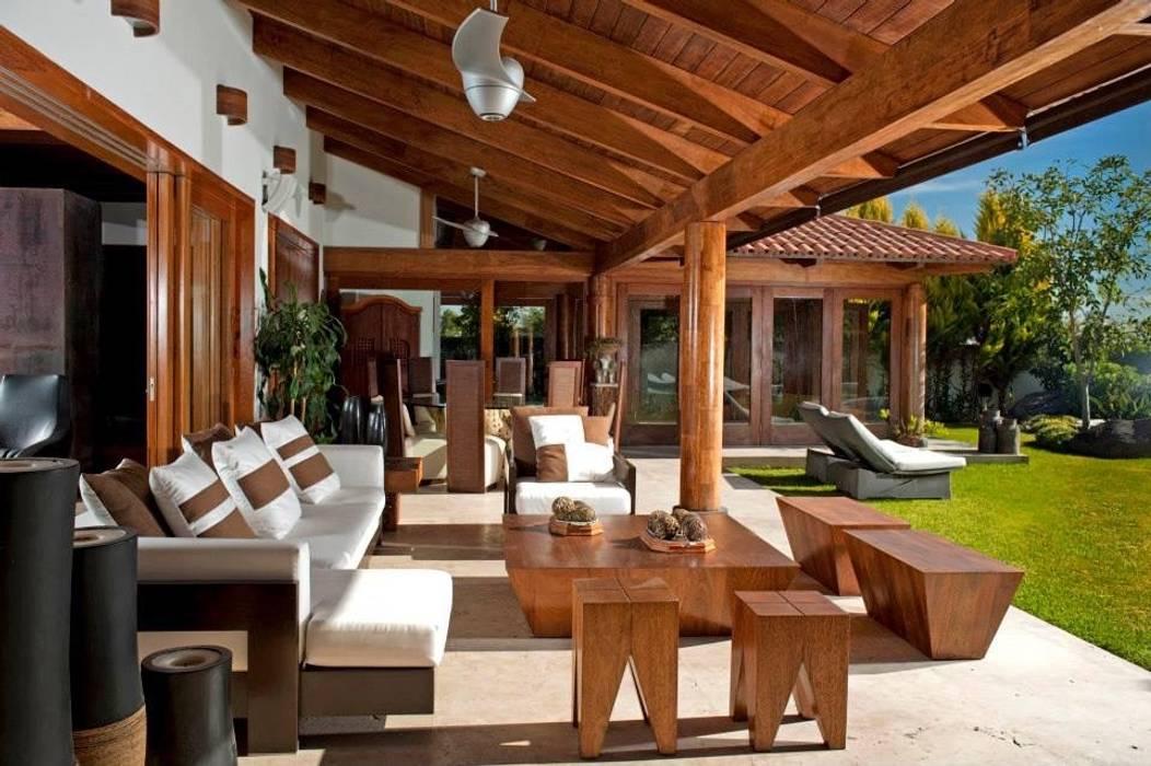 terraza: Terrazas de estilo  por Taller Luis Esquinca, Moderno