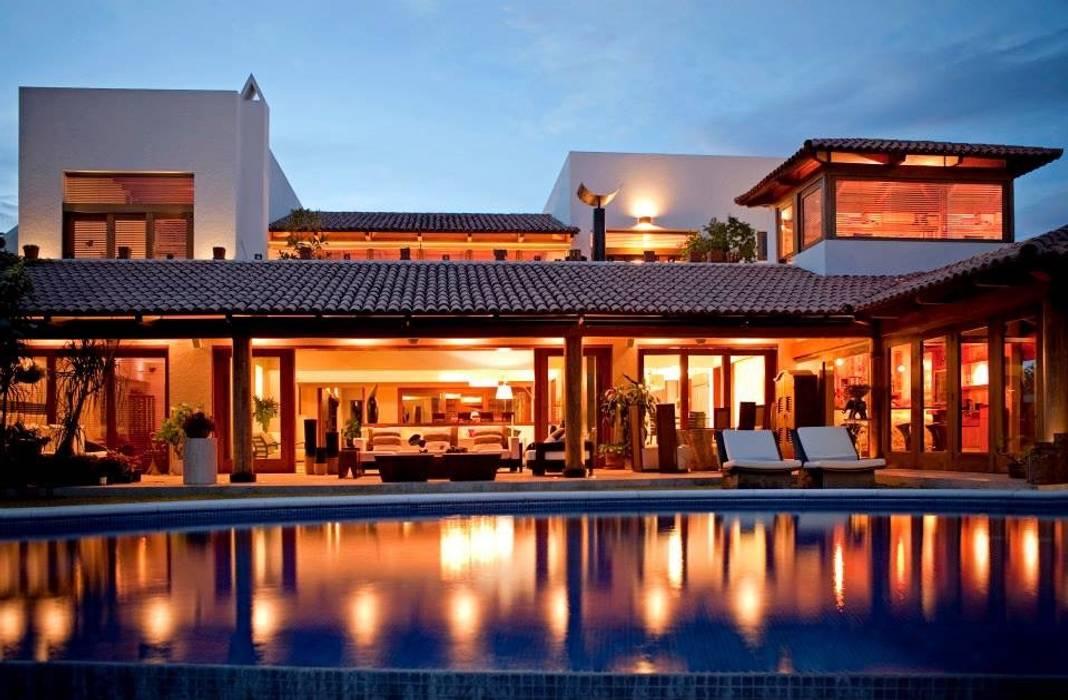 vista de noche: Casas de estilo  por Taller Luis Esquinca, Moderno