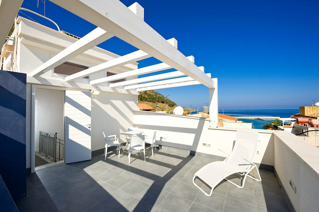 Lean-to roof by Giuseppina PIZZO , Mediterranean