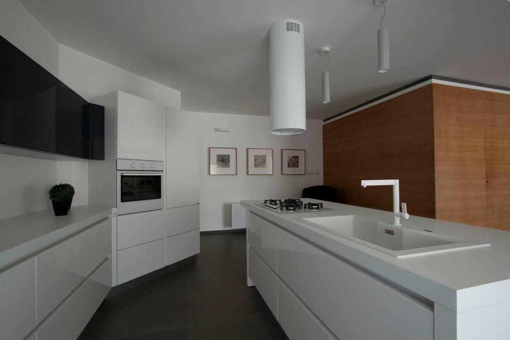 Casa L: Cucina in stile  di Laboratorio di Progettazione Claudio Criscione Design