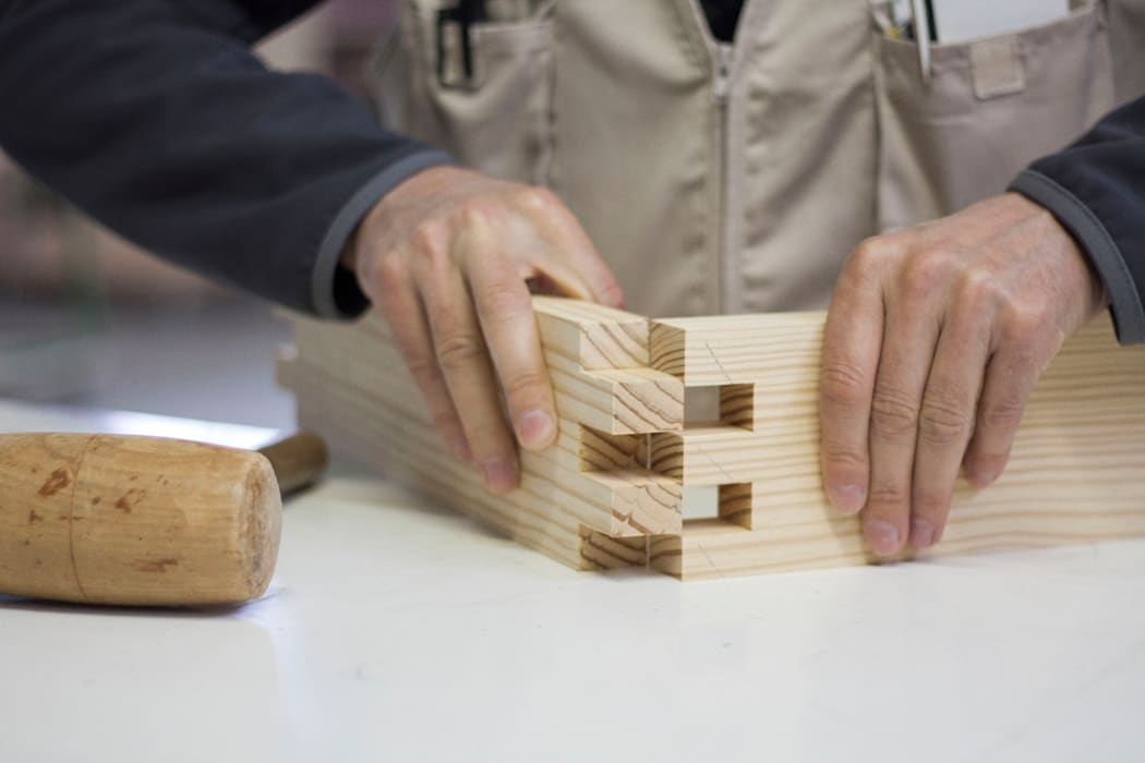 Lavorazione Collezione Incastro di Design for Craft and Industry Minimalista