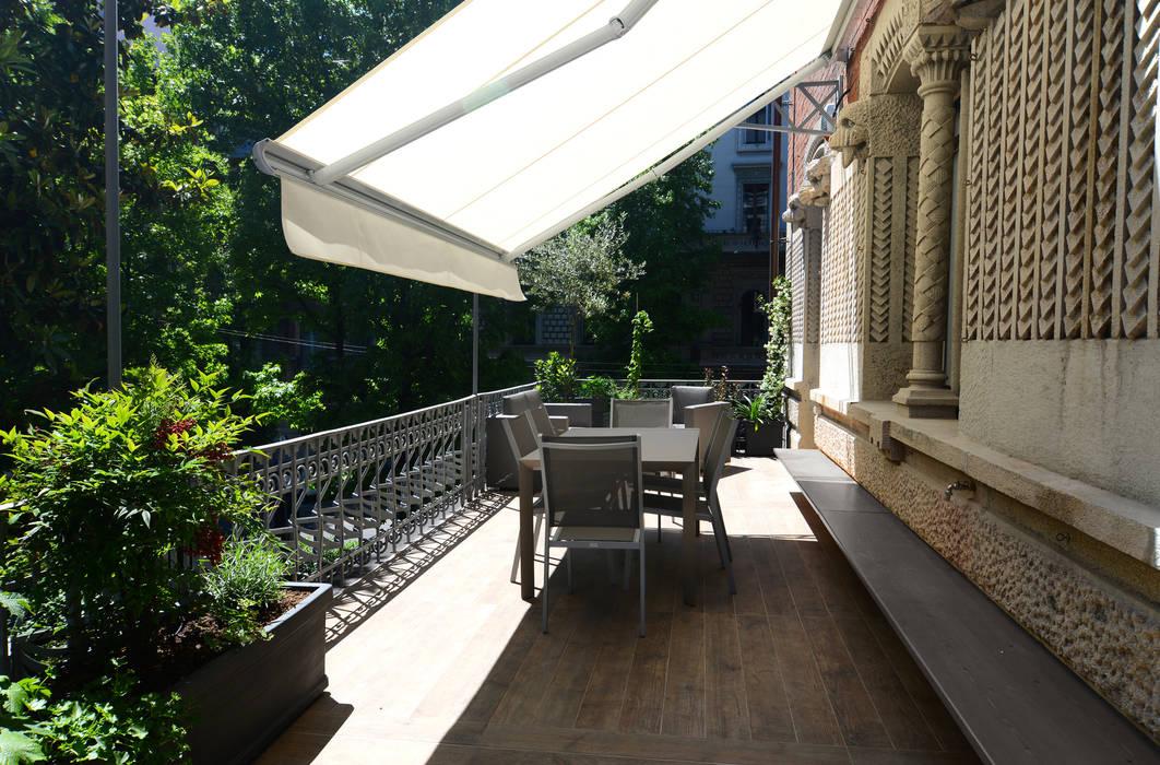 Balcones y terrazas de estilo moderno de architetto Marta Silvia Mia Pasquini Moderno